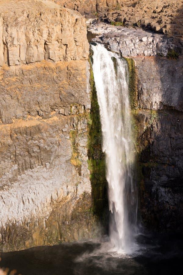 Cachoeira média do rio do parque estadual do verão do fluxo das quedas de Palouse fotografia de stock
