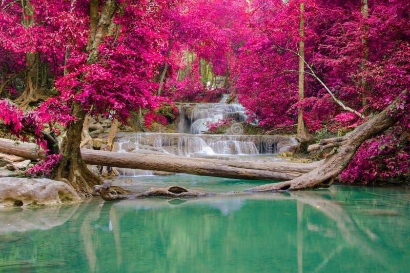 Cachoeira na floresta profunda no parque nacional da cachoeira de Erawan, fotografia de stock royalty free
