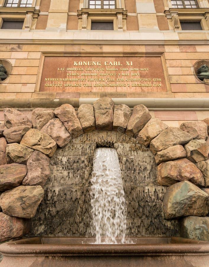 Cachoeira na frente de Royal Palace, Éstocolmo fotos de stock royalty free