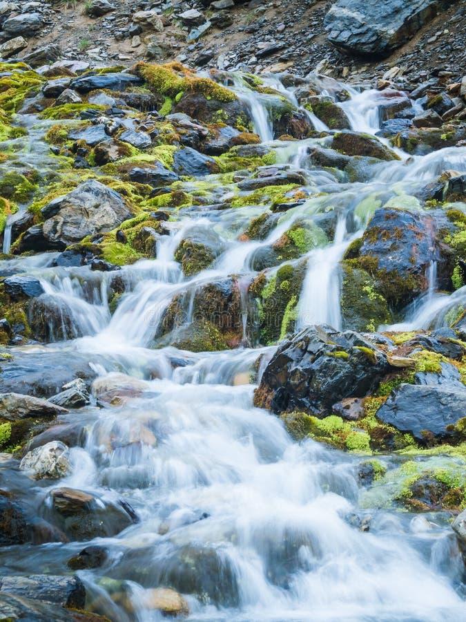 Cachoeira na geleira marcial em Ushuaia detalhe do rio pequeno imagem de stock royalty free