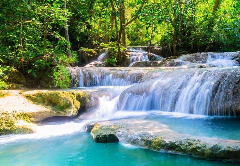 Cachoeira na pedra calcária imagem de stock royalty free