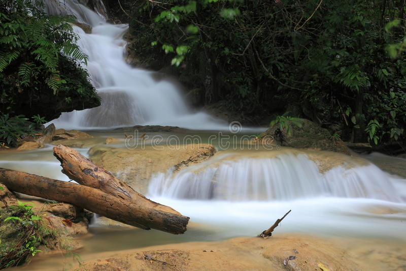 Download Cachoeira em Tailândia imagem de stock. Imagem de ambiente - 29848495