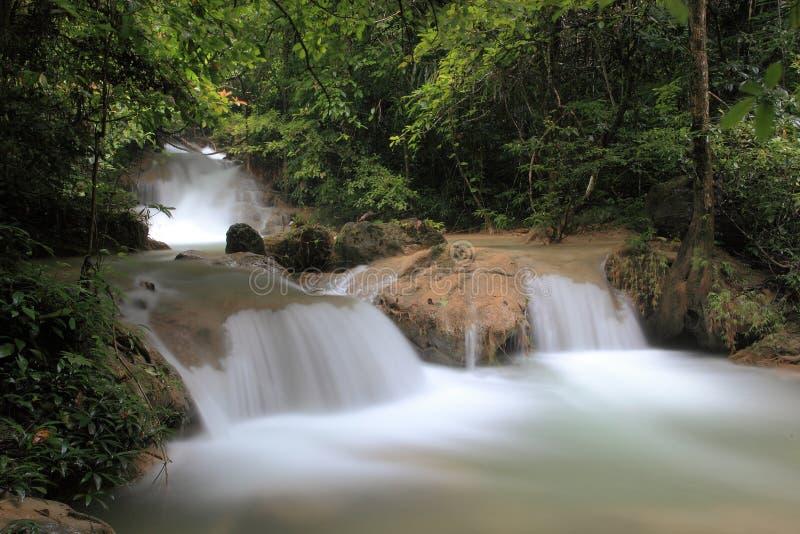 Download Cachoeira em Tailândia imagem de stock. Imagem de rocha - 29849031
