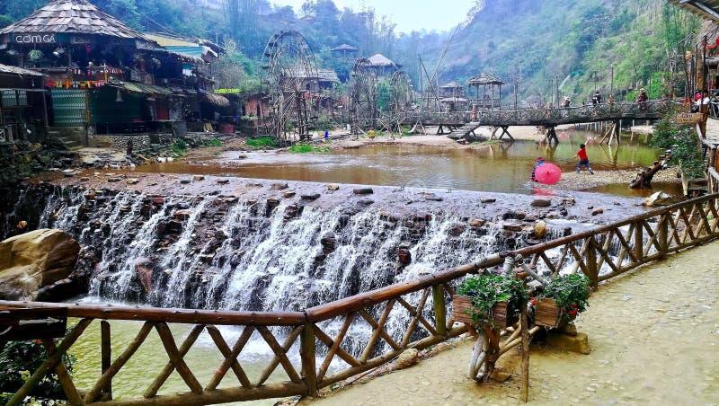 Cachoeira na vila Sapa Vietname de CatCat foto de stock