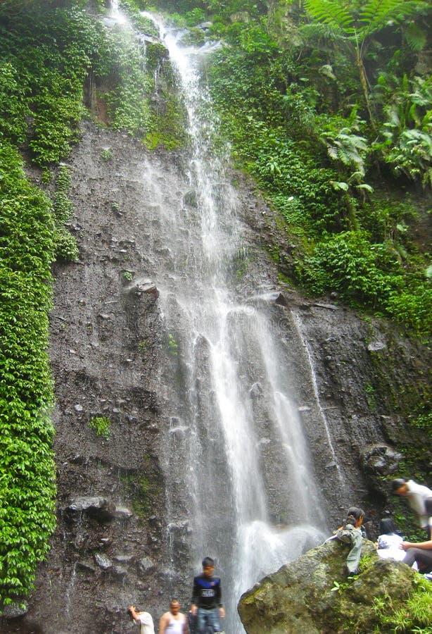 Cachoeira Nangka em Indonésia foto de stock royalty free
