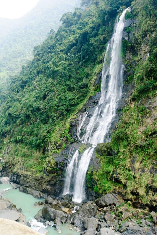 Cachoeira no distrito de Wulai, Formosa imagem de stock