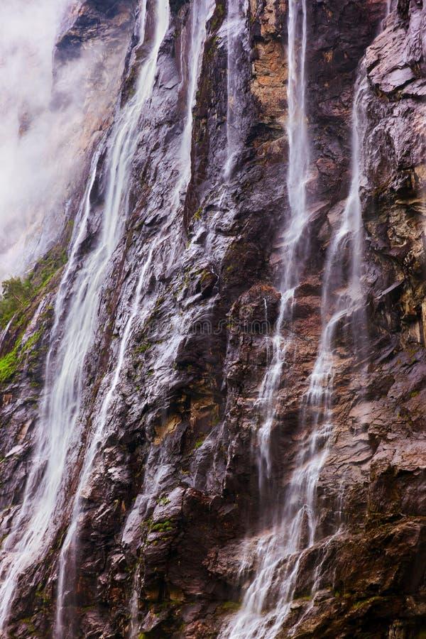 Cachoeira no fiorde Noruega de Geiranger fotos de stock royalty free
