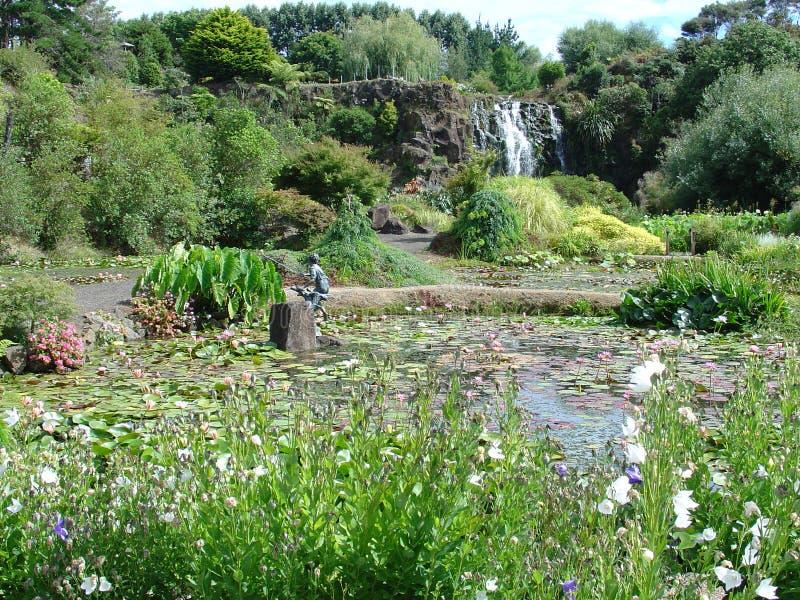 Cachoeira no jardim da água imagem de stock royalty free