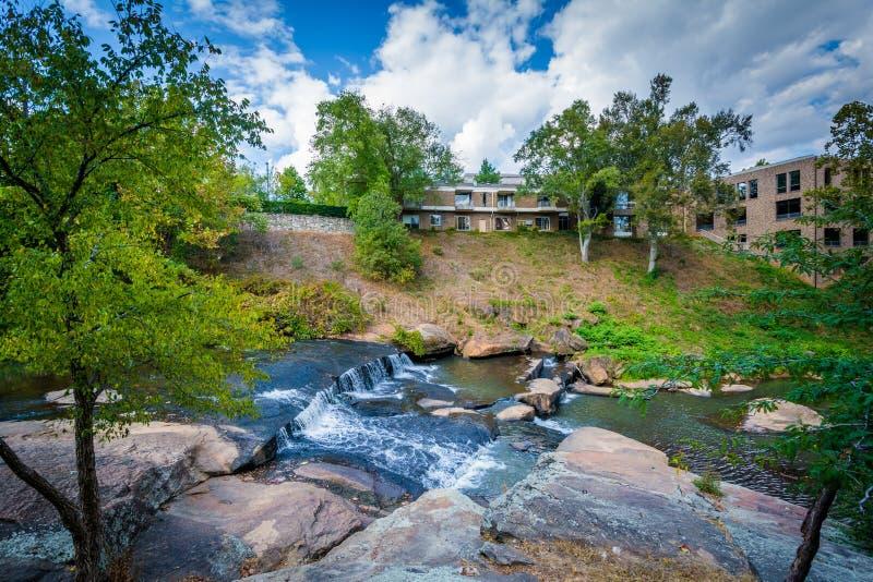 Cachoeira no parque das quedas no estridente, em Greenville, C sul fotos de stock