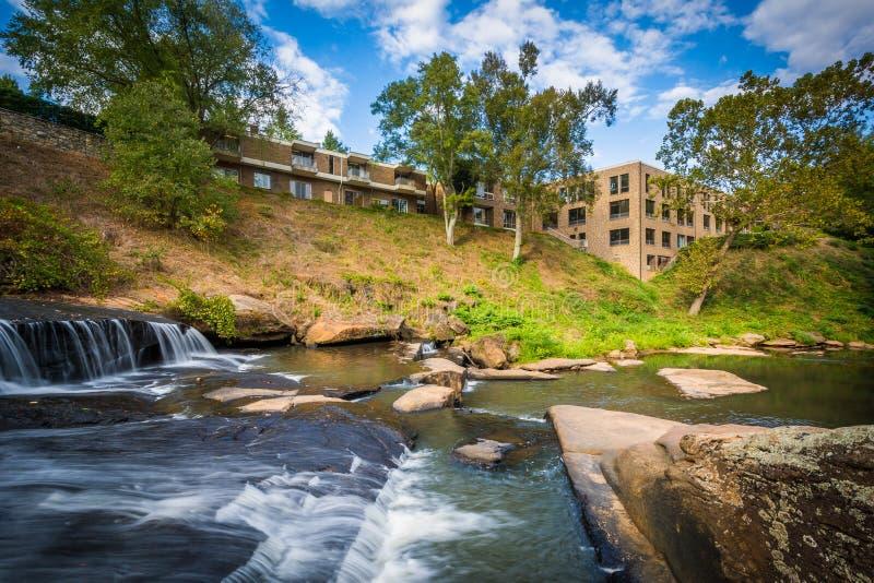 Cachoeira no parque das quedas no estridente, em Greenville, C sul foto de stock royalty free
