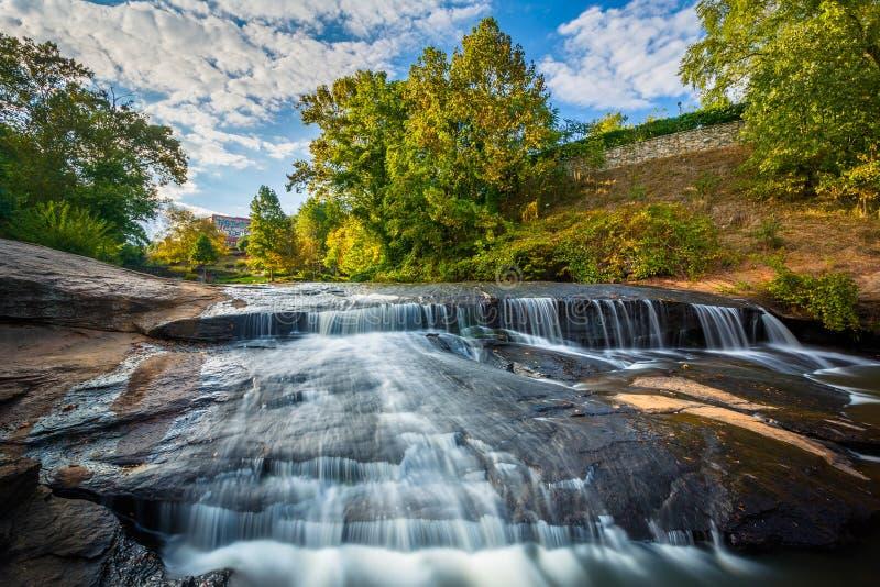 Cachoeira no parque das quedas no estridente, em Greenville, C sul fotografia de stock royalty free