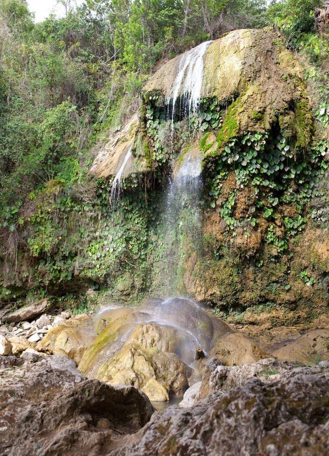 A cachoeira no parque de Soroa, um marco natural e turístico famoso em Cuba fotos de stock royalty free
