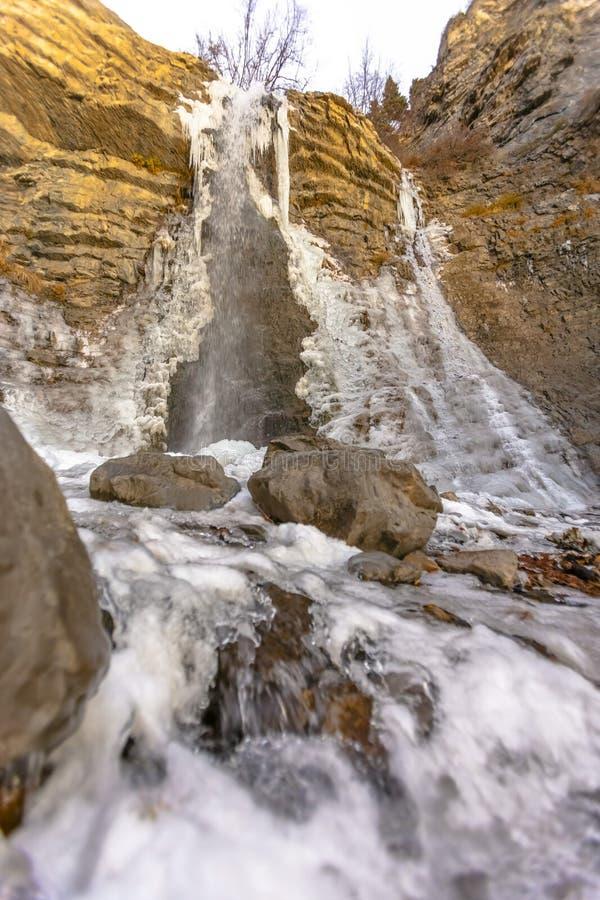 Cachoeira parcialmente congelada na fuga de Battle Creek fotos de stock royalty free