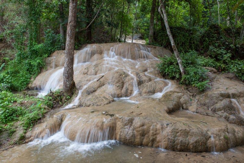 Cachoeira pegajosa bonita nas selvas de do norte foto de stock royalty free