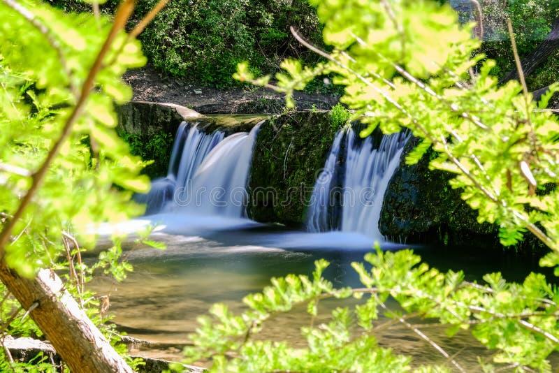 Cachoeira pequena na angra Austin Texas de Bull imagem de stock royalty free