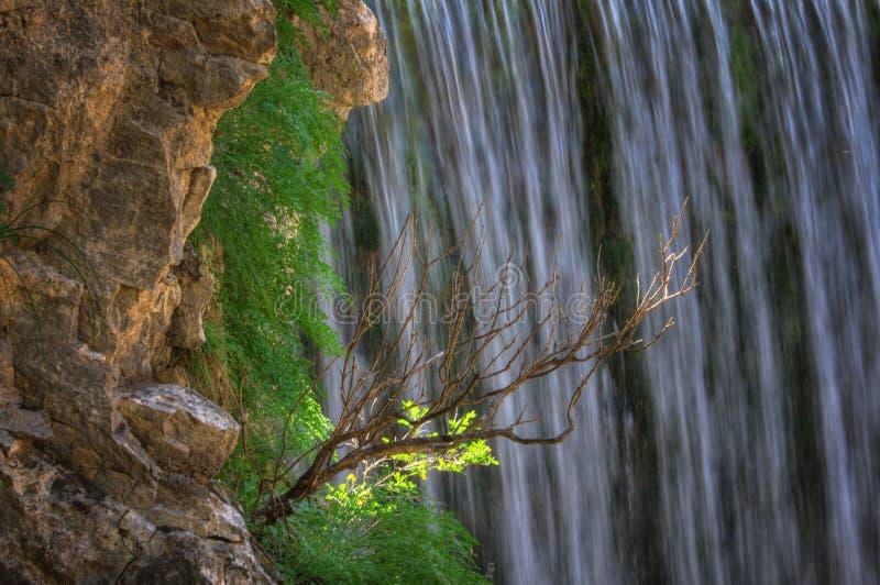 Cachoeira perto de Trikala, Grécia - imagem da mola, detalhe imagem de stock