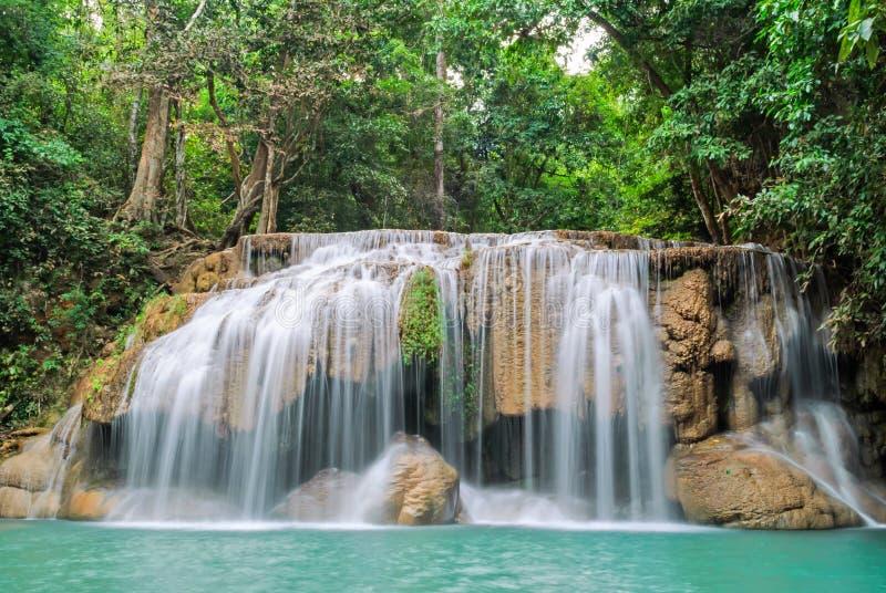 Cachoeira profunda da floresta no parque nacional Kanjanaburi Tailândia da cachoeira de Erawan imagem de stock royalty free