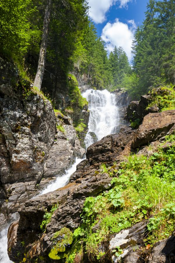 Cachoeira Riesachfalle perto de Dachstein, cumes, Áustria fotos de stock royalty free
