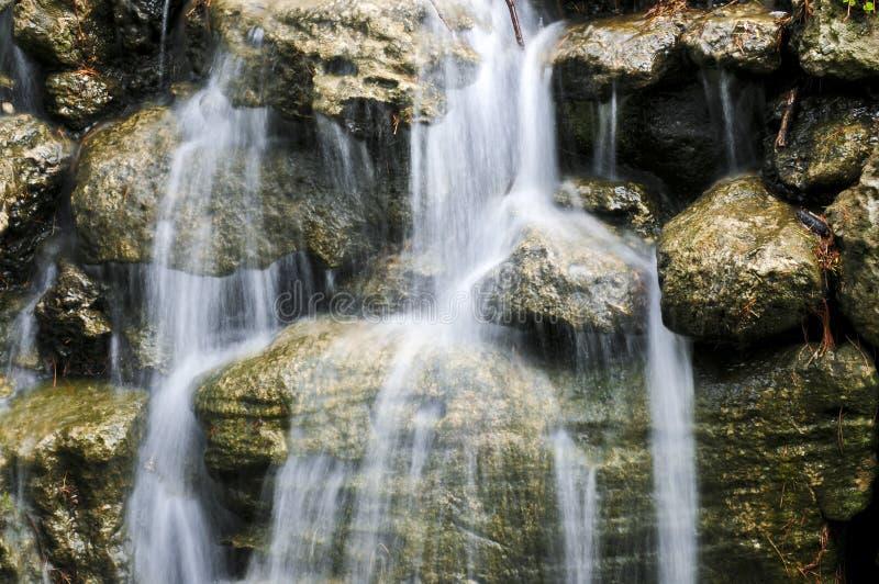 Cachoeira sobre pedras foto de stock royalty free