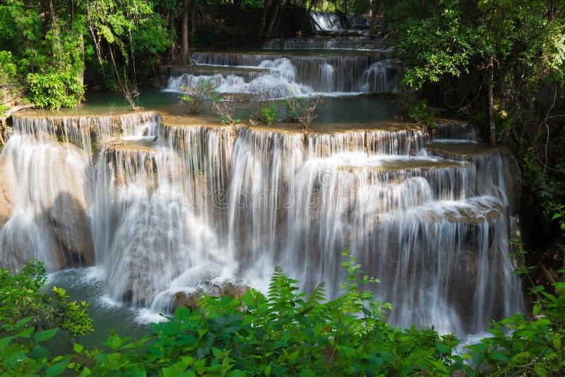 Cachoeira tropical da camada múltipla bonita imagem de stock
