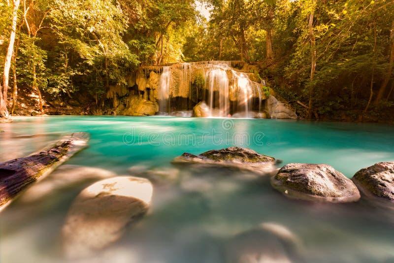 Cachoeira tropical do córrego bonito foto de stock