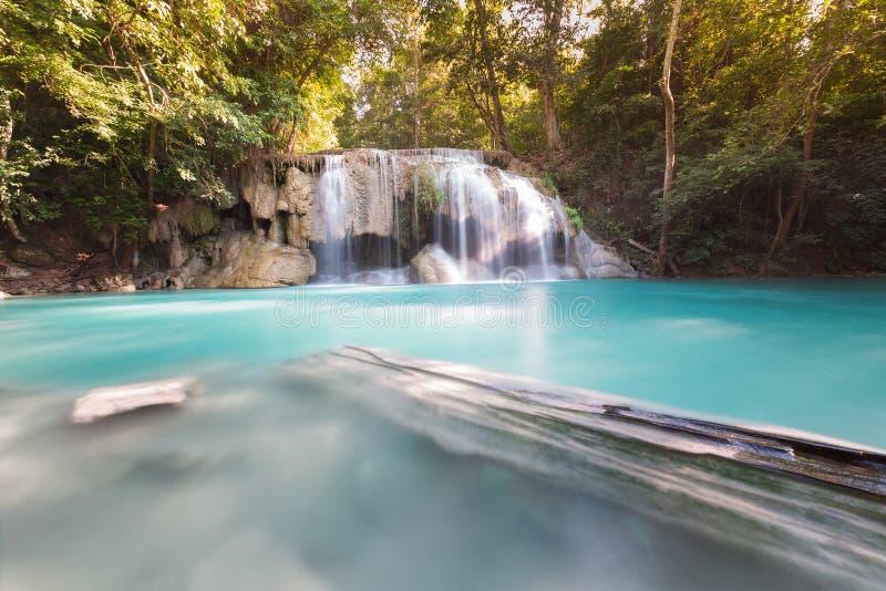 Cachoeira tropical profunda bonita do córrego da floresta fotografia de stock