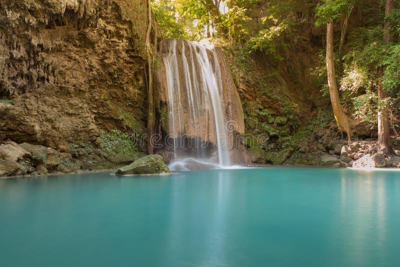 Cachoeira tropical profunda natural bonita da floresta imagem de stock royalty free
