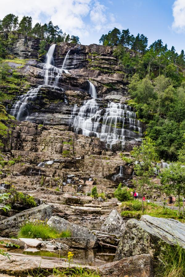Cachoeira Tvindefossen em Noruega fotografia de stock royalty free