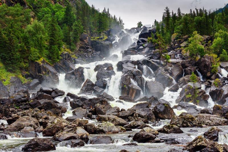 Cachoeira Uchar República de Altai Rússia foto de stock