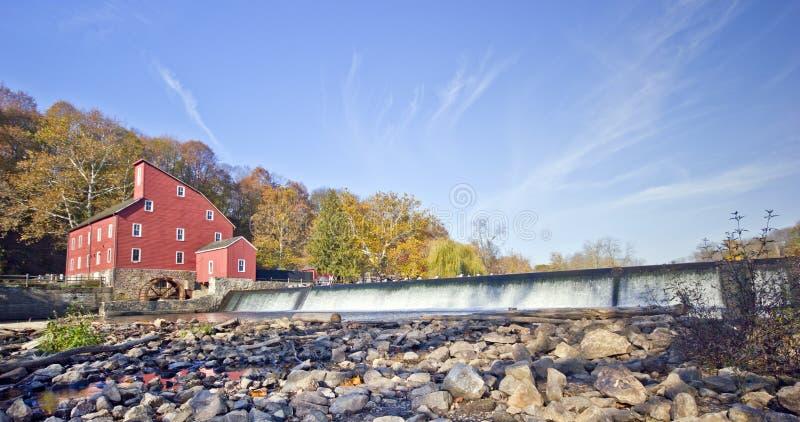 Cachoeira vermelha do moinho foto de stock royalty free