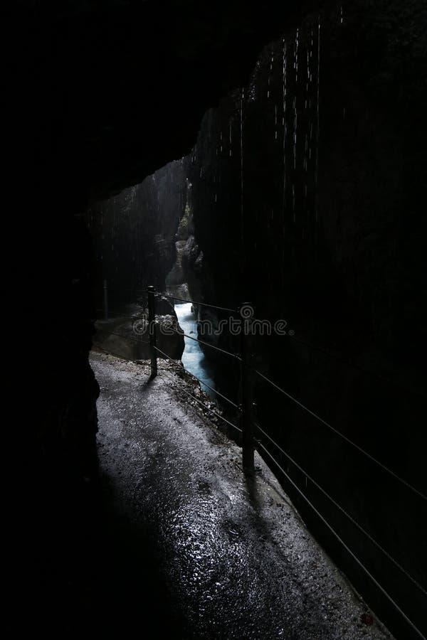 Cachoeiras bonitas no desfiladeiro de Partnach, Alemanha imagem de stock