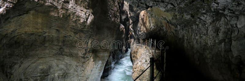 Cachoeiras bonitas no desfiladeiro de Partnach, Alemanha imagens de stock royalty free
