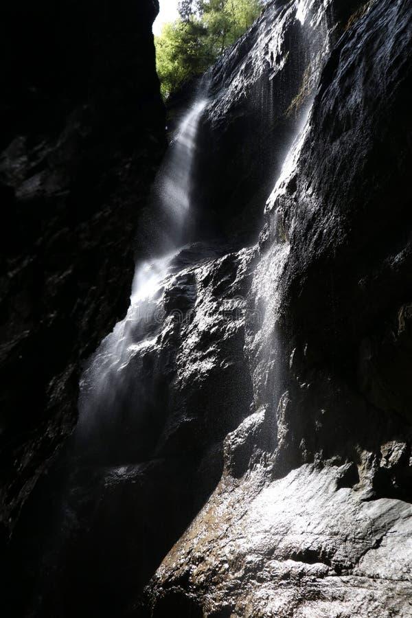 Cachoeiras bonitas no desfiladeiro de Partnach, Alemanha fotografia de stock