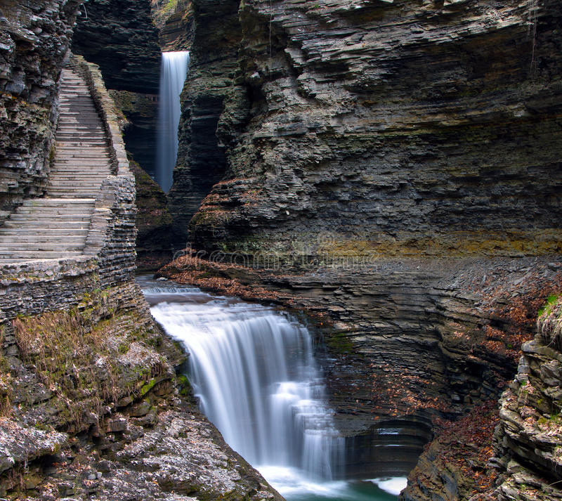 Cachoeiras da caverna em Watkins Glen State Park foto de stock royalty free