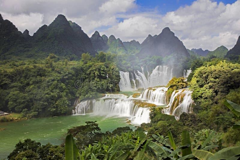 Cachoeiras de Detian em China, igualmente conhecida como a proibição Gioc em Vietname fotografia de stock
