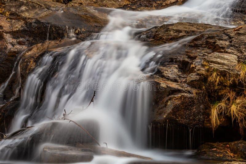 Cachoeiras de Froda no vale de Verzasca fotos de stock