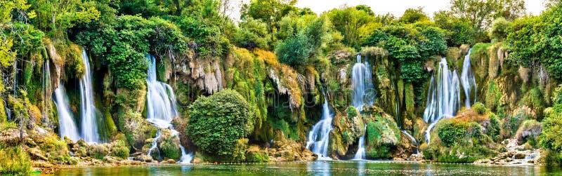 Cachoeiras de Kravica no rio de Trebizat em Bósnia e em Herzegovina imagem de stock