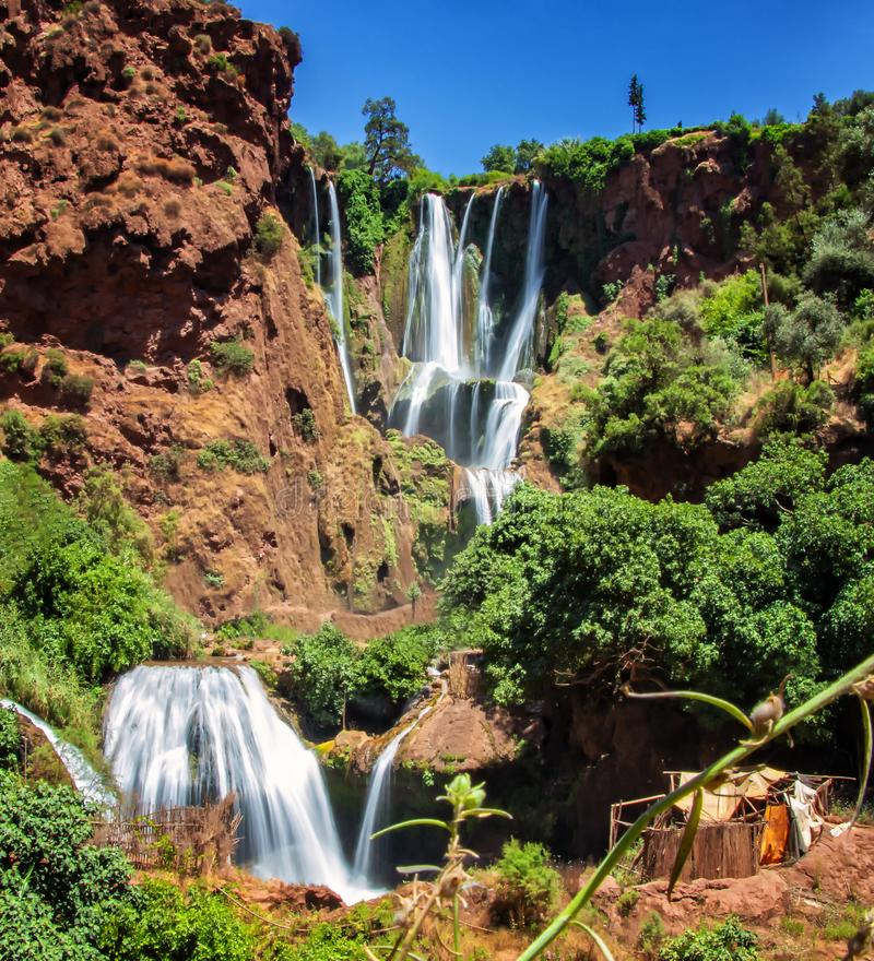 Cachoeiras de Ouzoud, atlas grande em Marrocos Este fundo bonito da natureza é situado em África fotografia de stock