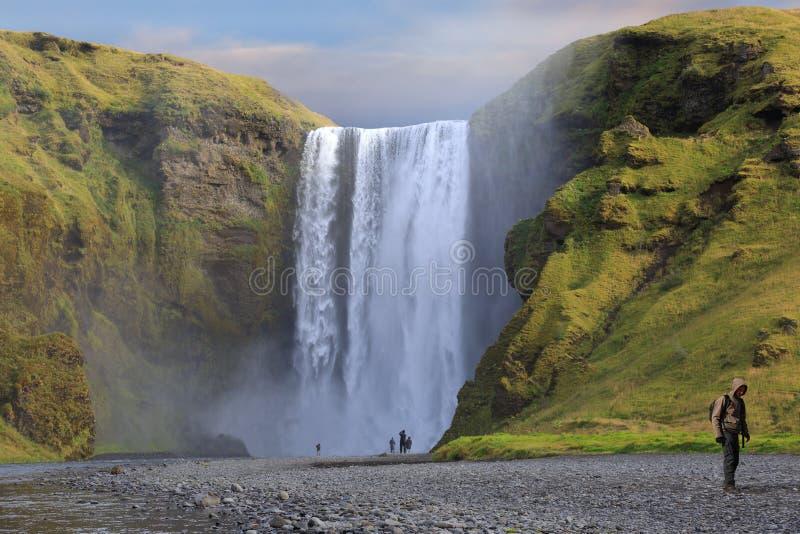 Cachoeiras de Skogafoss em Islândia imagens de stock