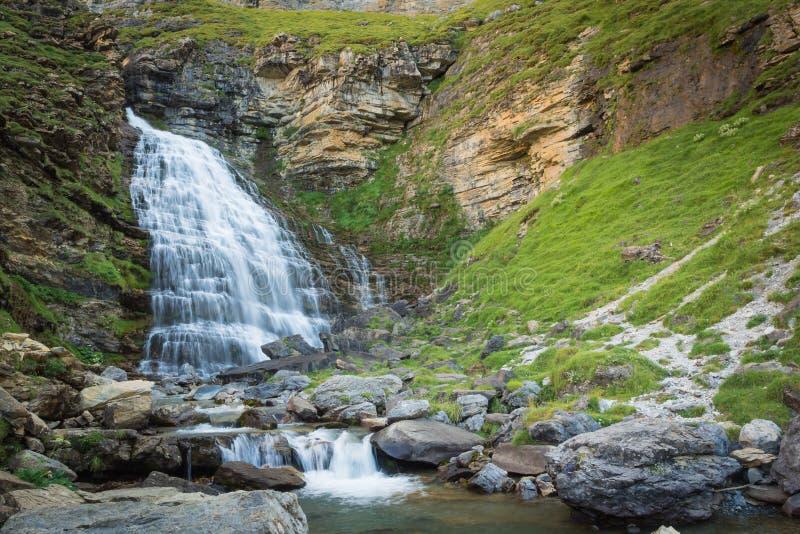 Cachoeiras em Ordesa e no parque nacional do perdido do monte em Pyrinees foto de stock