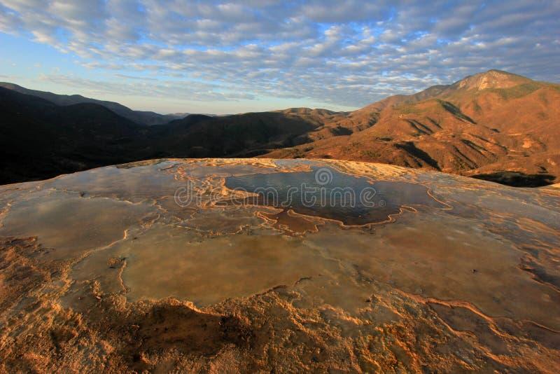Cachoeiras hirtos de medo, água do EL de Hierve, México imagem de stock royalty free