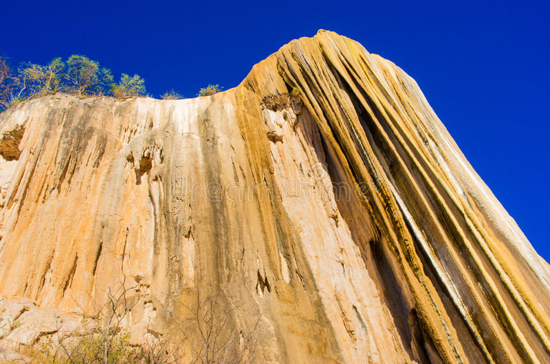 Cachoeiras hirtos de medo, água do EL de Hierve, Oaxaca, México fotografia de stock royalty free