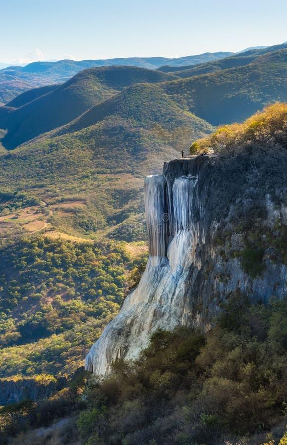 Cachoeiras hirtos de medo, água do EL de Hierve, Oaxaca, México imagens de stock royalty free