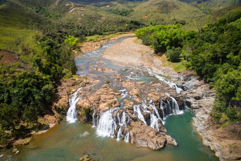 Cachoeiras impressionantes na opinião aérea do rio de Koua, entre Poro e Kouaoua, província norte, Nova Caledônia, Melanesia, Oce foto de stock royalty free