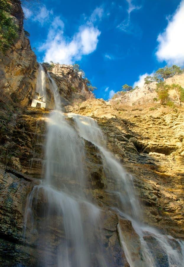 Cachoeiras nas montanhas. imagens de stock royalty free