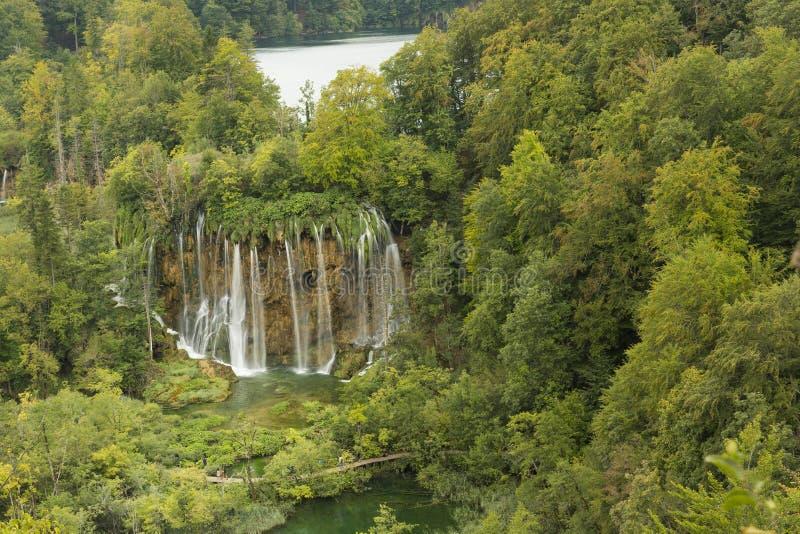 Cachoeiras naturais no parque nacional do lago Plitvice imagens de stock