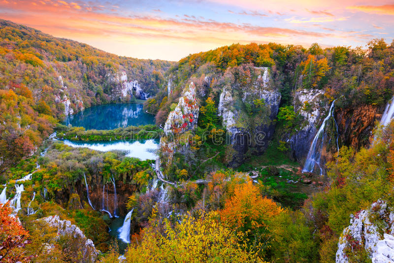 Cachoeiras no parque nacional de Plitvice foto de stock