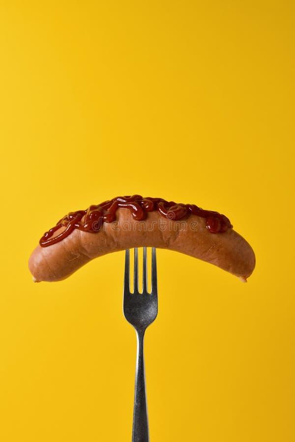 Cachorro quente com ketchup em uma forquilha imagem de stock royalty free