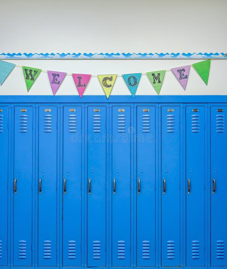 Cacifos azuis e bandeira colorida com a boa vinda da palavra fotografia de stock royalty free
