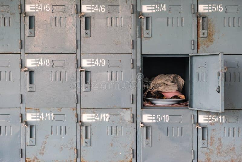 Cacifos oxidados velhos com o um aberto imagens de stock royalty free